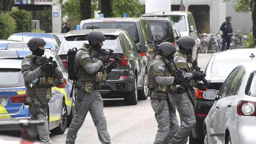 Großeinsatz der Polizei an Realschule beendet - Fehlalarm!