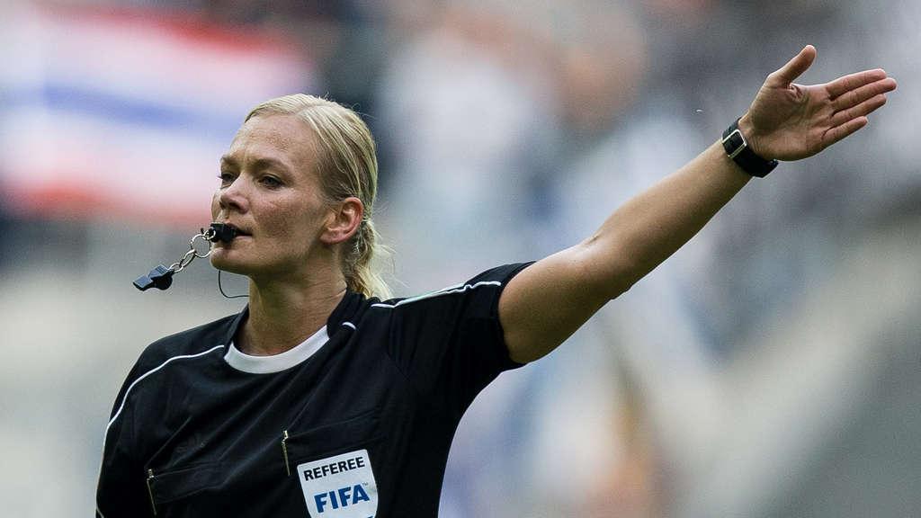 Peinliche Reaktionen: Frauen am Mikro haben es im Fußball schwer