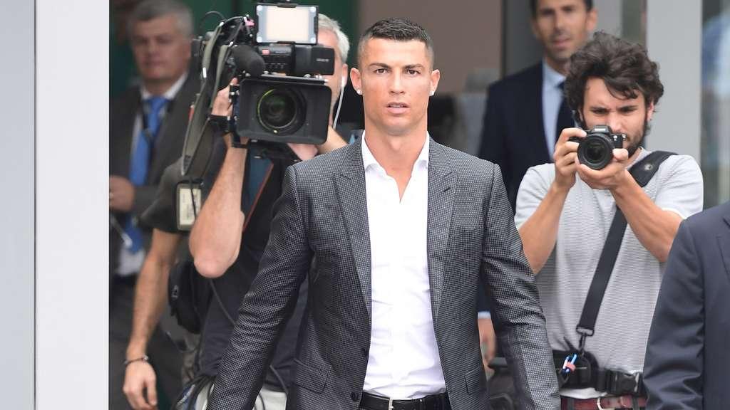 Erst Medizincheck, dann Vorstellung | Ronaldo da! Juve feiert