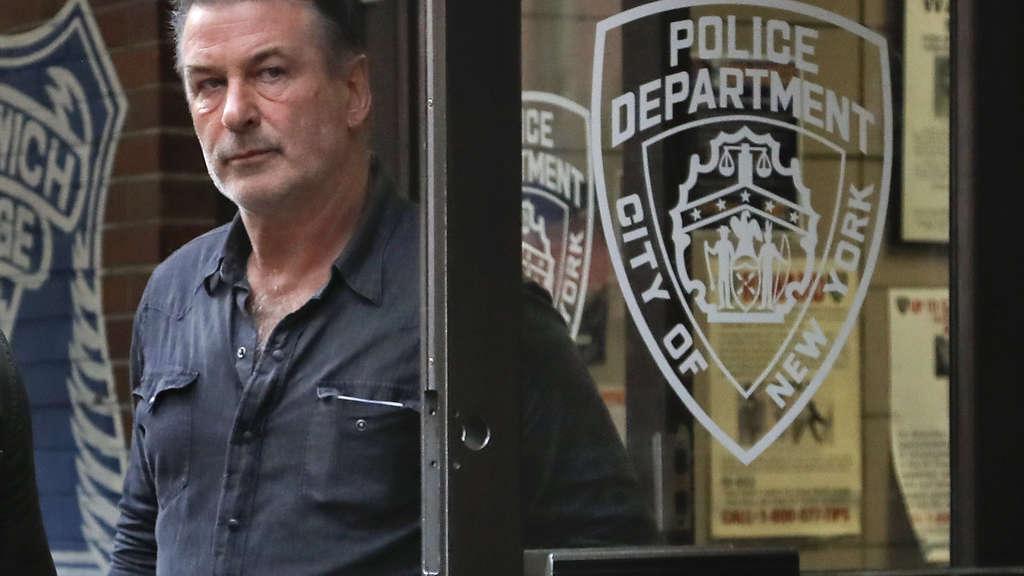 Alec Baldwin festgenommen: US-Schauspieler prügelt sich um Parkplatz