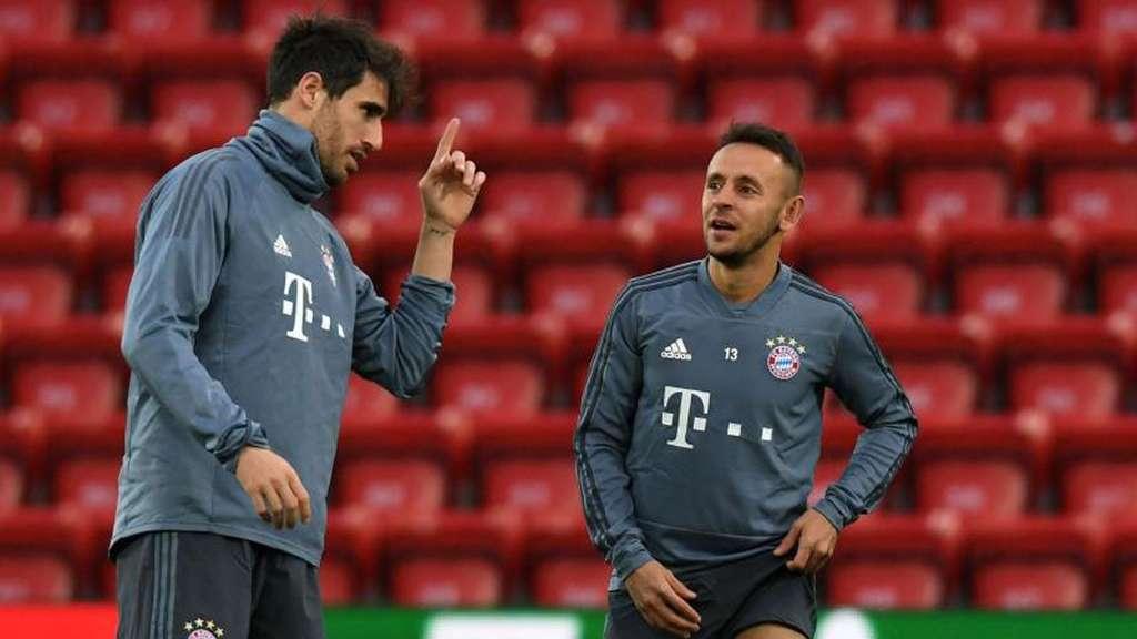 Javi Martinez vom FC Bayern München zusammen mit Brasilianer Rafinha
