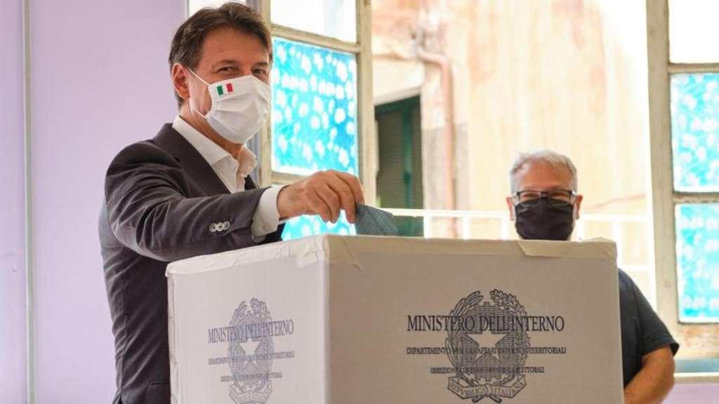 Mitte-Links verteidigt Toskana - Ja zu kleinerem Parlament in Rom