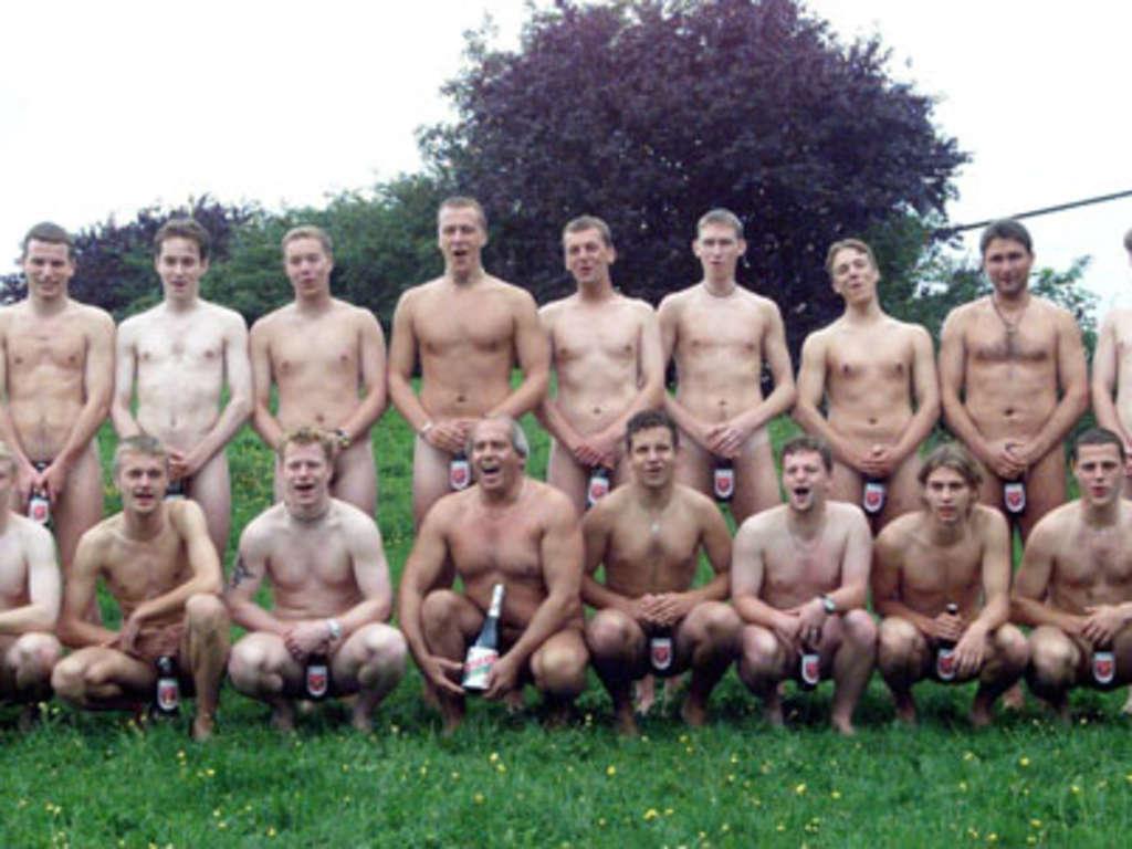 Frauenfussball dusche nackt