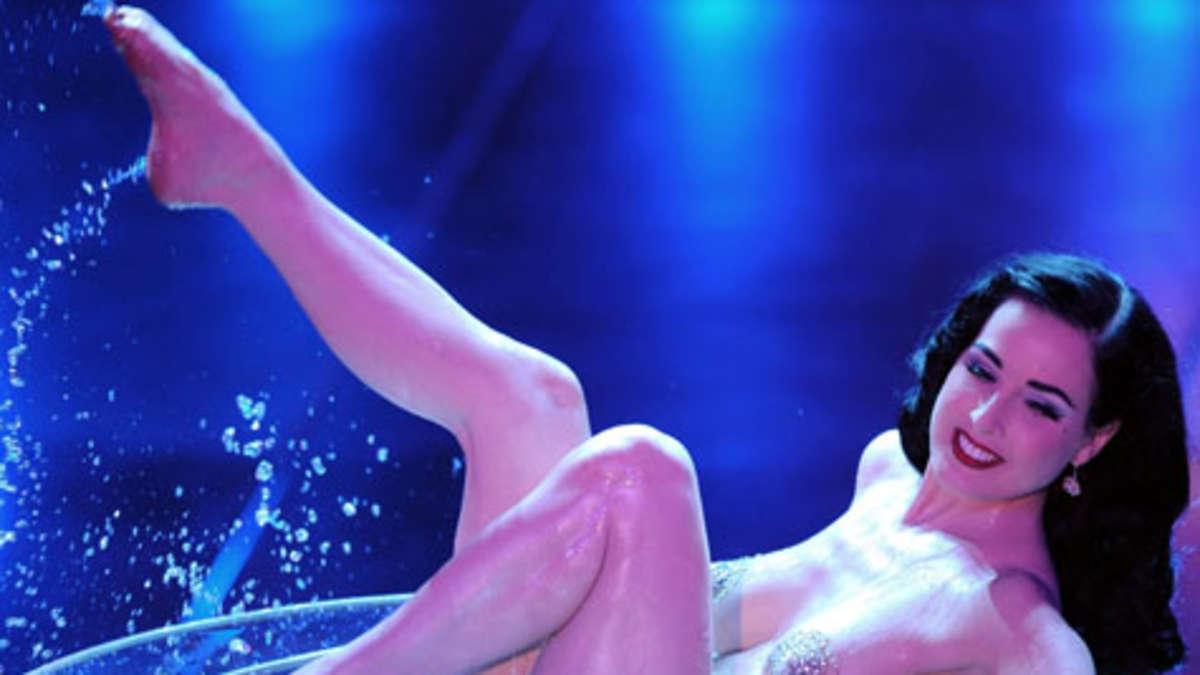Die Edelstripperin Dita von Teese in Bildern: Strip-Bad im