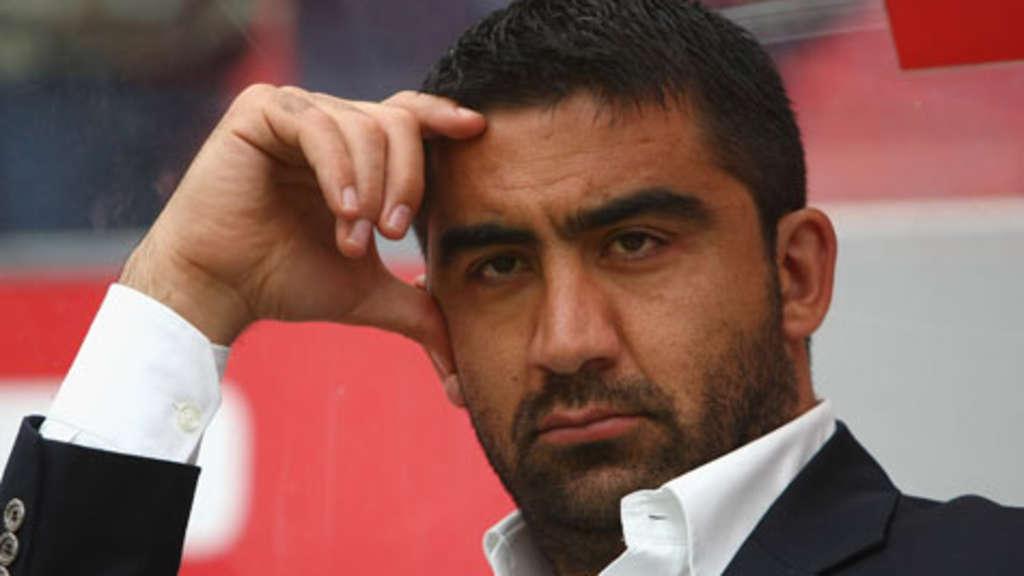 1 Fc Köln Co Trainer ümiz özat Zusammengebrochen Fußball