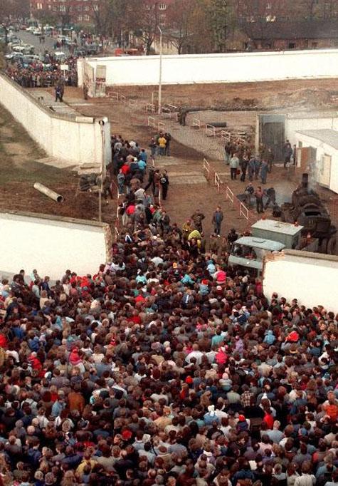 Mauerfall am 9. November 1989 in Berlin | Welt