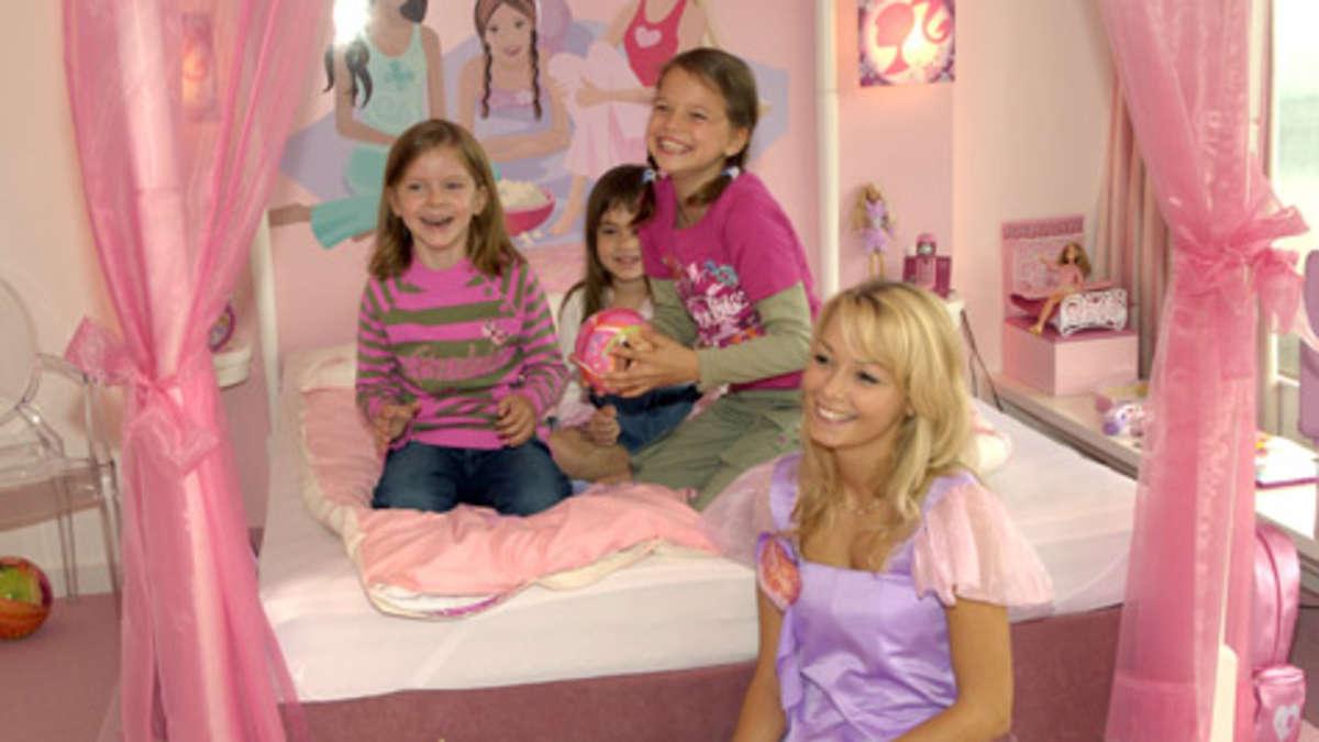 pink stinkt in england ist eine kampagne gegen. Black Bedroom Furniture Sets. Home Design Ideas