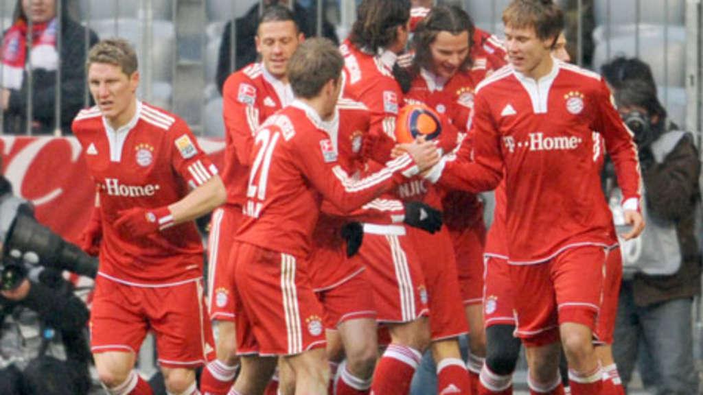 Fc Bayern Wünscht Frohe Weihnachten.Frohes Fußball Fest Der Fc Bayern München Beschert Sich Selbst Mit