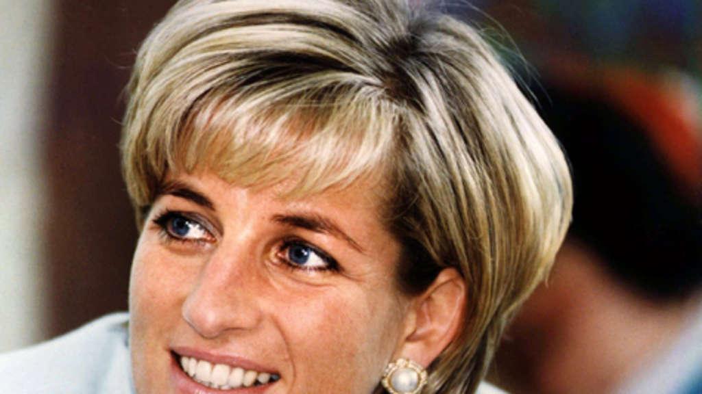 Prinzessin Diana konnte es kaum erwarten, Geschenke öffnete die ...