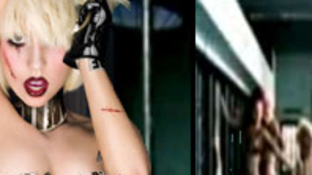 Lady Gaga STRIPS NAKED Live in Concert