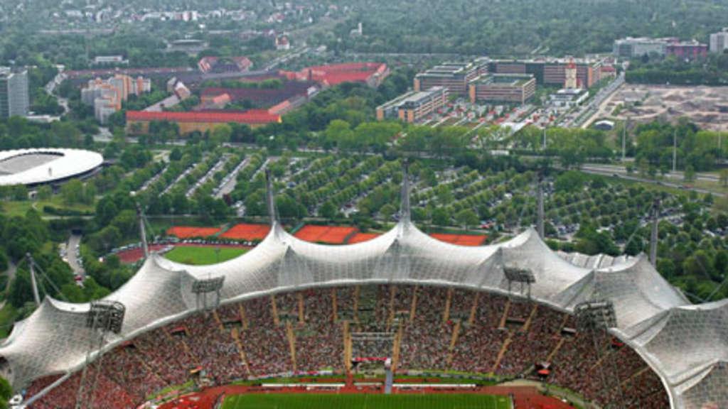 olympiastadion der neue rasen ist schon da 1860 m nchen. Black Bedroom Furniture Sets. Home Design Ideas