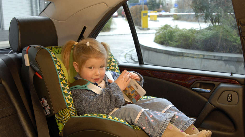 adac testet kindersitze sollen besser sch tzen auto. Black Bedroom Furniture Sets. Home Design Ideas
