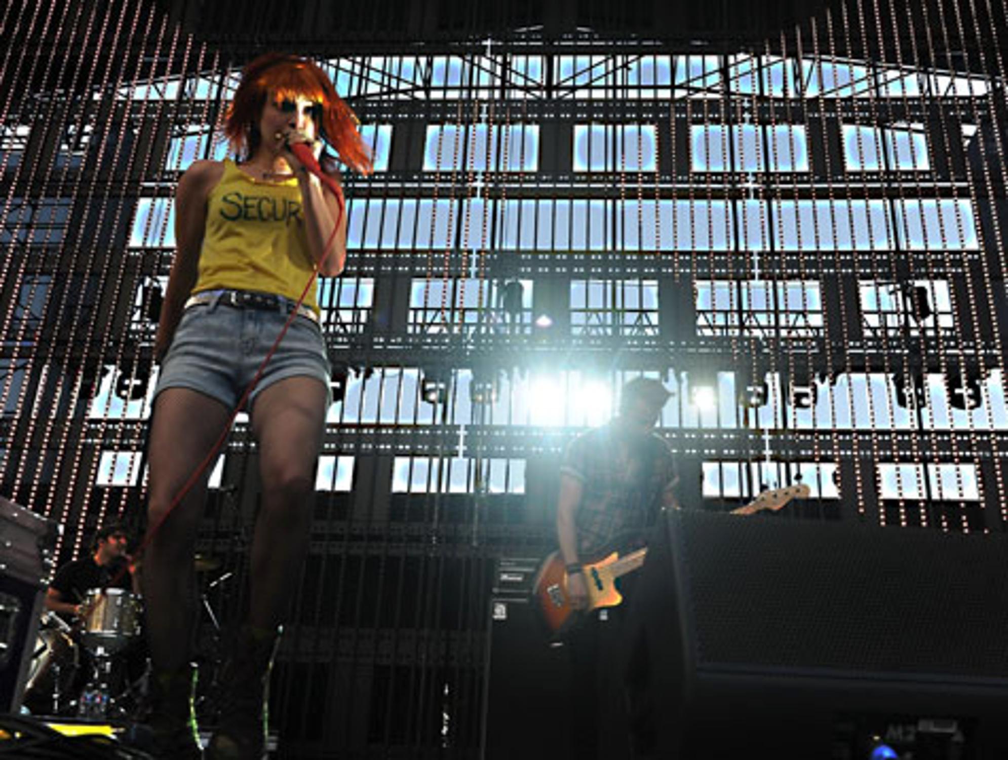 8b4ce8354e33dd Hayley Williams: Nackt-Foto von Paramore-Sängerin von Twitter gibt ...