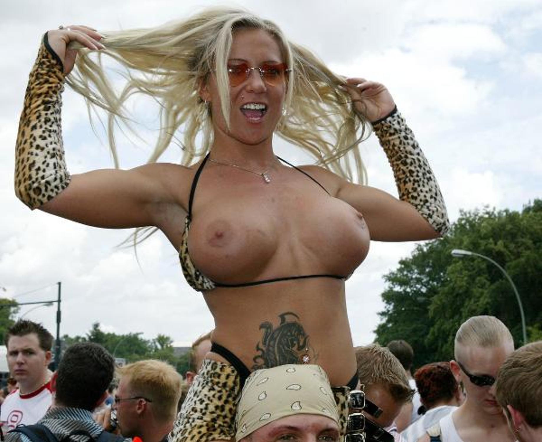 Mastrubates outside love parade berlin free porn images