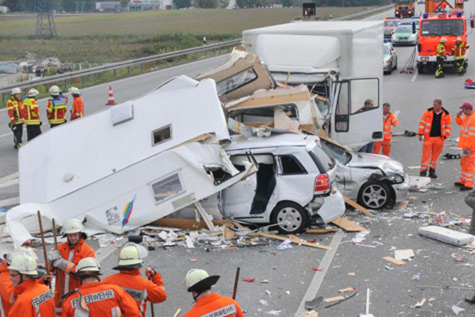 A9 Neufahrn Zwei Schwerverletzte Bei Unfall Auf Der A9 Stadt