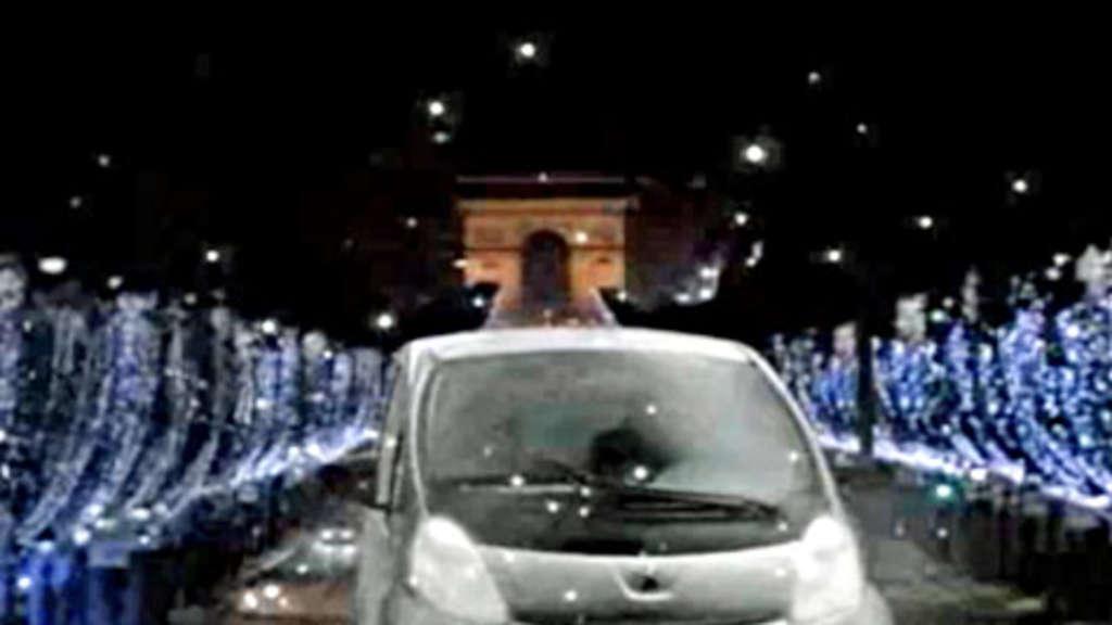 Netto Weihnachtsbeleuchtung.Peugeot Ion Mit Weihnachstbeleuchtung In Paris Auto