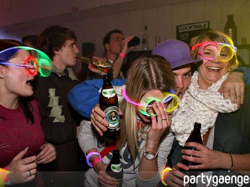 WE NEED COLOURS --- Neonparty! Teil 1 am 29.01.2011
