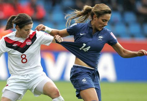 Fussball Frauen Disziplin Statt Rotzen Und Rupeln Fussball