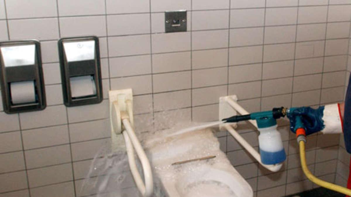 webseite zeigt gratis toiletten an autobahnen auto. Black Bedroom Furniture Sets. Home Design Ideas