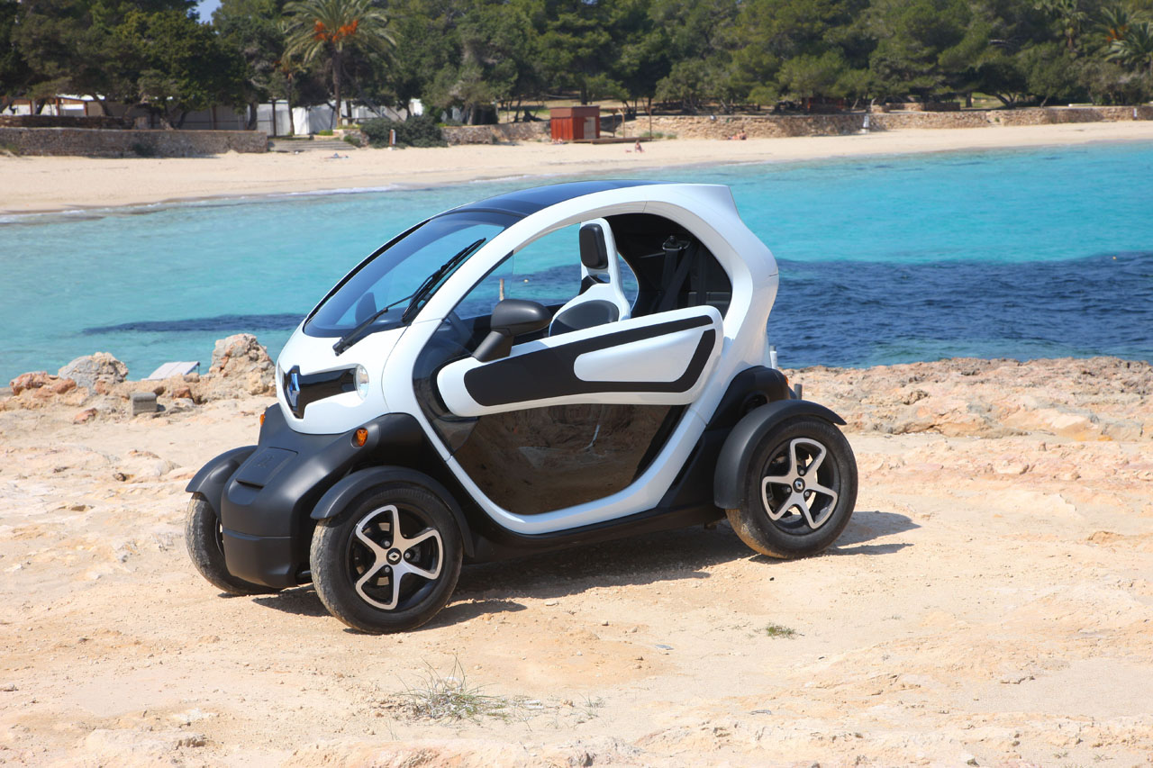 renault twizy polizei wuppertal testet elektro auto auto. Black Bedroom Furniture Sets. Home Design Ideas