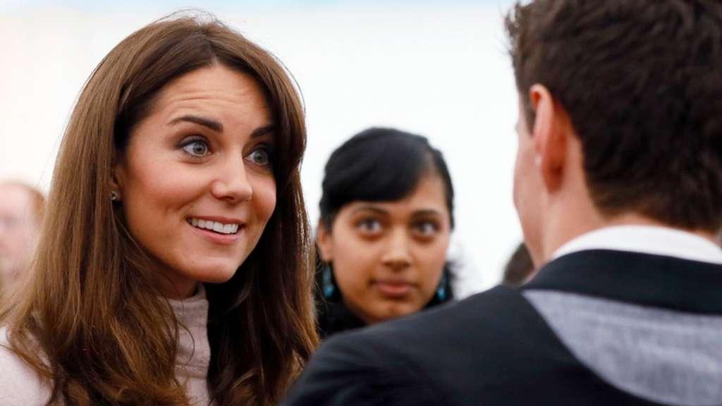 Kate Neue Frisur Bei Cambridge Besuch Stars
