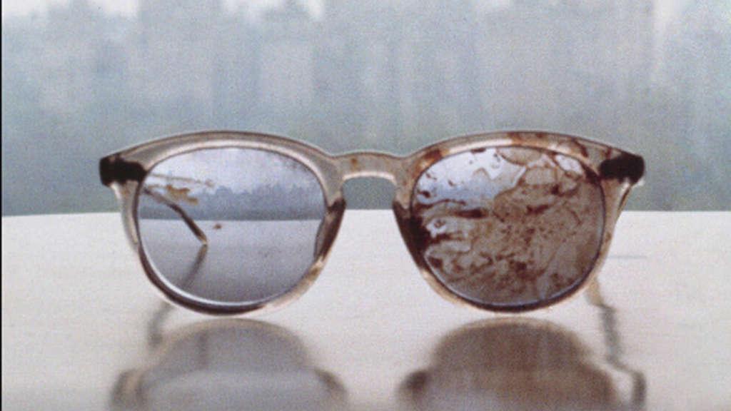 Yoko Ono twittert Lennons blutverschmierte Brille | Stars