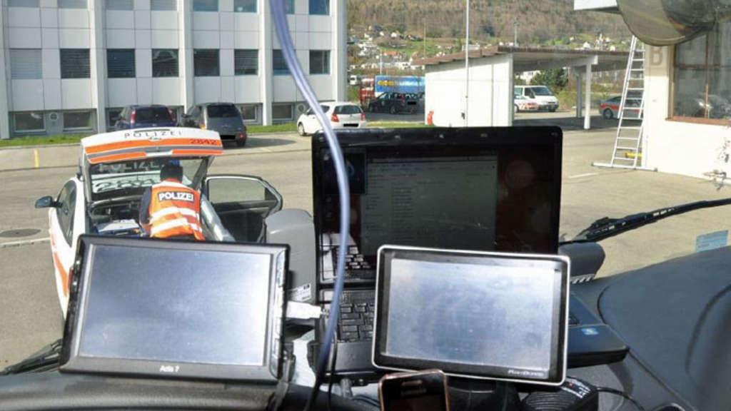 Polizei Stoppt Lkw Fahrer Mit Drei Laptops An Bord Auto
