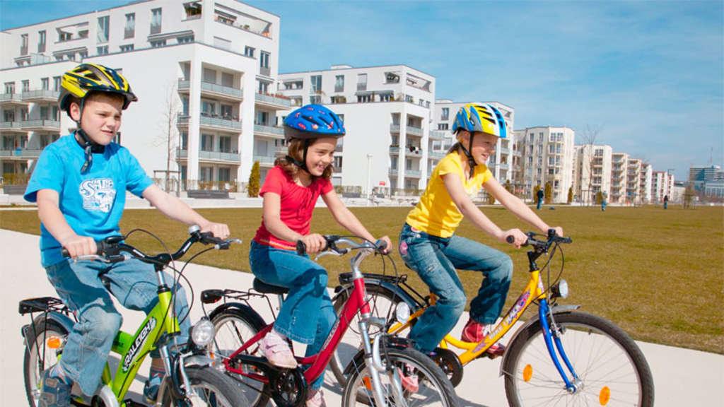 adac testet acht fahrradhelme f r kinder und jugendliche. Black Bedroom Furniture Sets. Home Design Ideas
