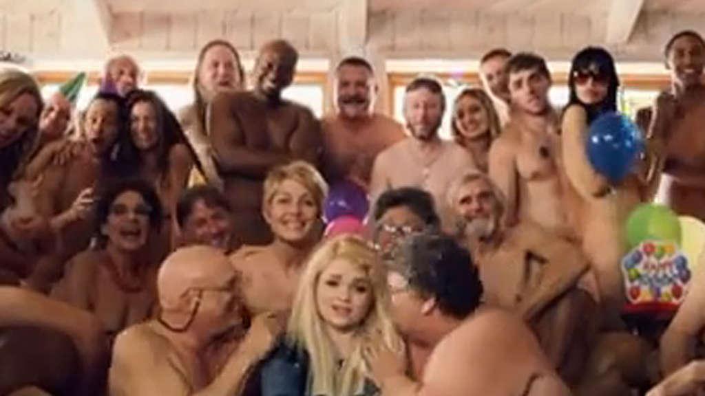 Popstar Margaret Feiert Zu Thank You Very Much Wilde Nackt Party