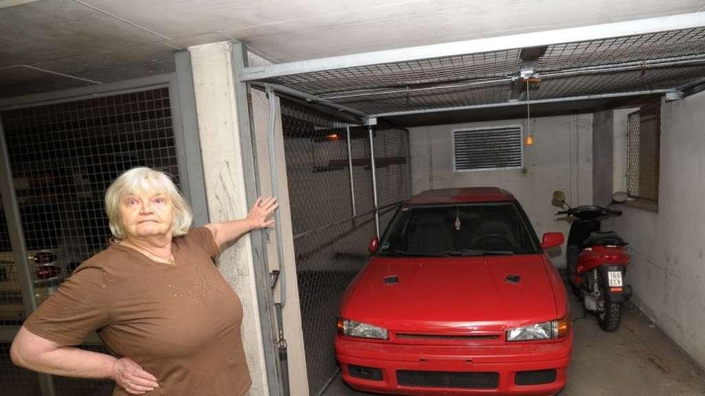 Auto In Der Garage : streit um stellplatz warum muss dieses auto aus der garage stadt ~ Whattoseeinmadrid.com Haus und Dekorationen