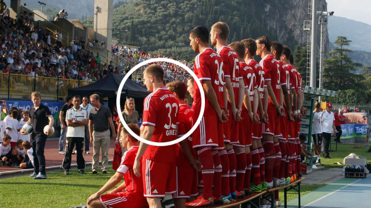 trainingslager des fc bayern m nchen holger badstuber im gomez trikot auf team foto fc bayern. Black Bedroom Furniture Sets. Home Design Ideas