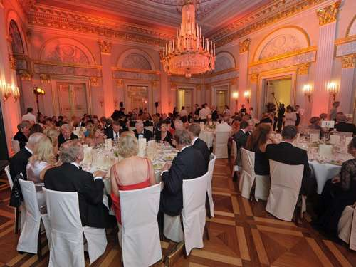 "Exklusives Charity-Dinner nach ""Don Carlo"""