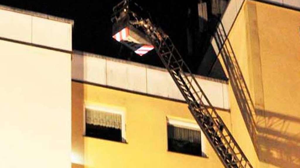 bewohner eines mehrfamilienhauses m ssen wegen brand evakuiert werden stadt. Black Bedroom Furniture Sets. Home Design Ideas