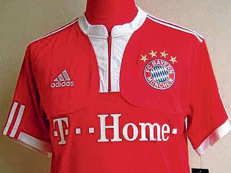 c2de447dddb9 MIS 2009 2010  Zur Spielzeit 2009 2010 bekamen die Bayern für die  Heimspiele in der Allianz Arena ein neues Leiberl – im klassischen Rot, mit  weißem Kragen.