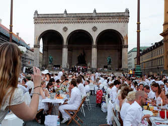 diner en blanc in m nchen 2014 am marienplatz altstadt lehel. Black Bedroom Furniture Sets. Home Design Ideas