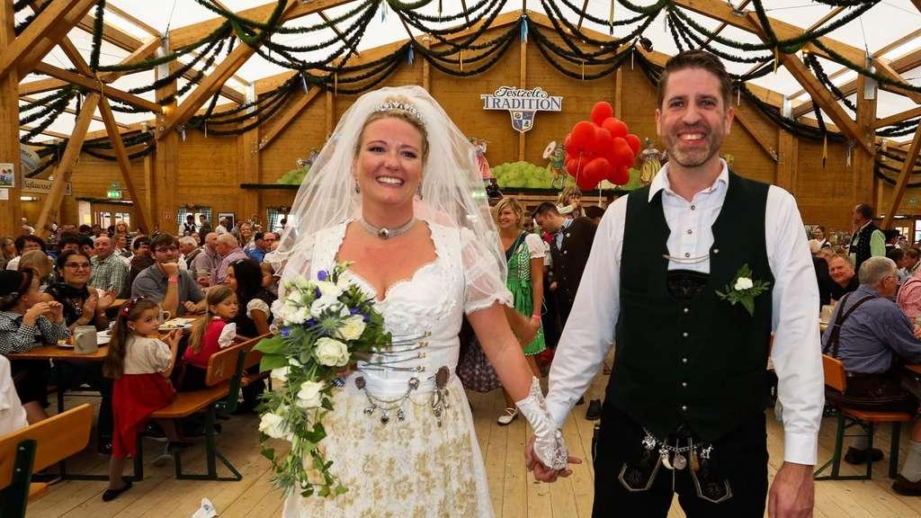 Junges Paar Aus Munchen Feiert Seine Hochzeit In Tracht Und Auf Der