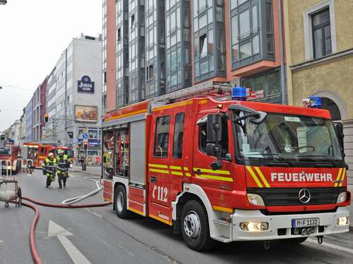 Am Morgen: Hotel-Apartment in Flammen
