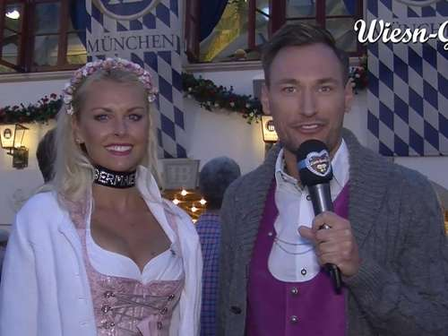 Wiesn-Playmate Denise Cotte auf dem Oktoberfest