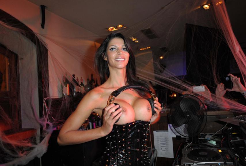 Nackt training schäfer michaela Frau micaela