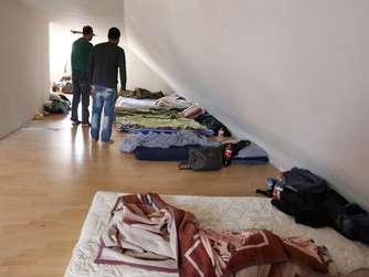 miet skandal euro im monat f r dieses loch. Black Bedroom Furniture Sets. Home Design Ideas