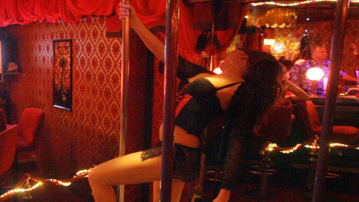 Messerstecherei in Tabledance-Bar: Tänzerin und drei
