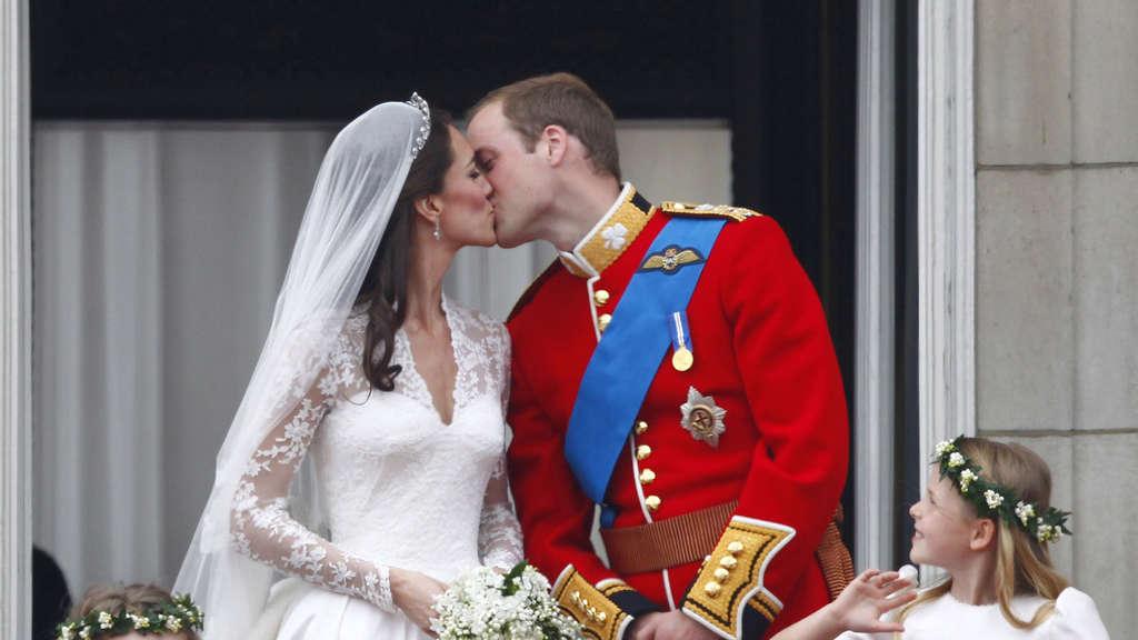 Kate Und Williams Hochzeitstorte Wird Versteigert Stars