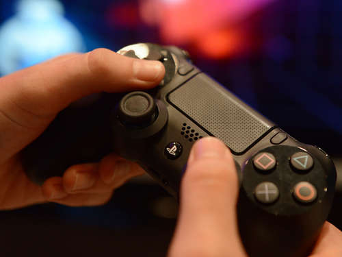 Hacker legen Playstation und Xbox lahm