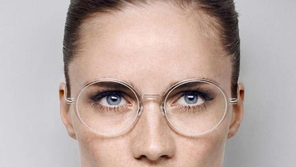 Große Gläser und filigrane Fassungen bei Brillen angesagt | Stars