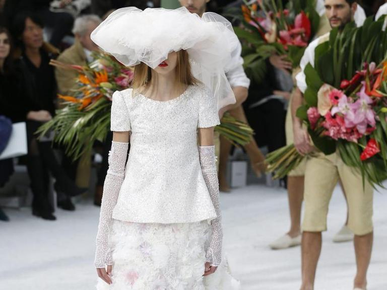 Lagerfelds Brautkleid bei Chanel in Paris. Foto: Ian Langsdon