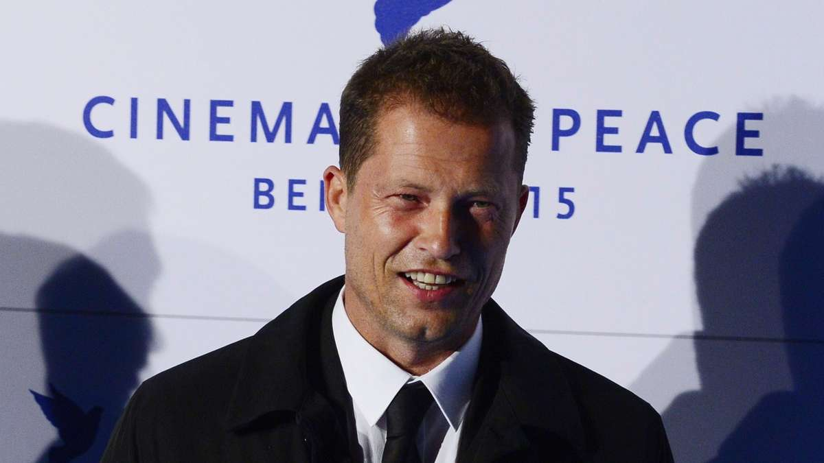 til schweiger versucht sich als modedesigner stars. Black Bedroom Furniture Sets. Home Design Ideas