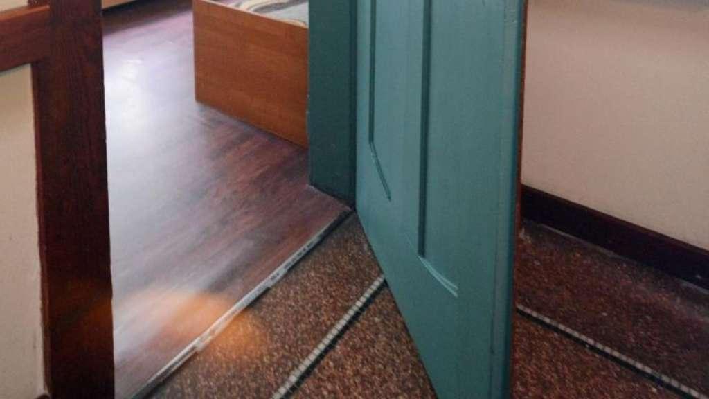 bei schleifender t r den winkel des t rblatts ver ndern. Black Bedroom Furniture Sets. Home Design Ideas
