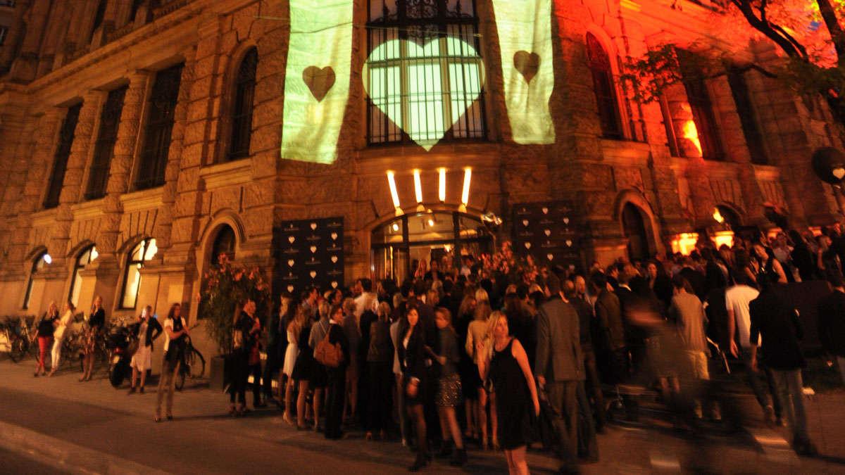Heart Private Club München : heart 5 jahre herzlichkeit am lenbachplatz nightlife ~ Markanthonyermac.com Haus und Dekorationen