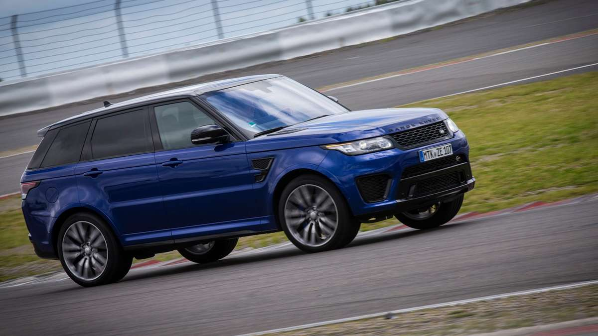 range rover sport svr mit hei em herzen auto. Black Bedroom Furniture Sets. Home Design Ideas