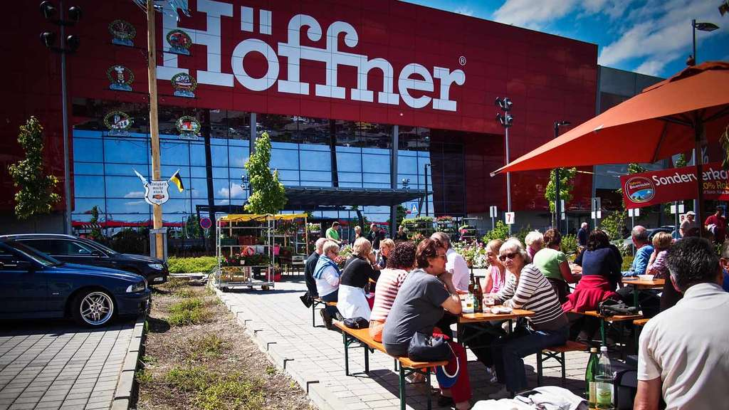 LILALU, Kart-Action und buntes Programm bei Möbel Höffner in ...